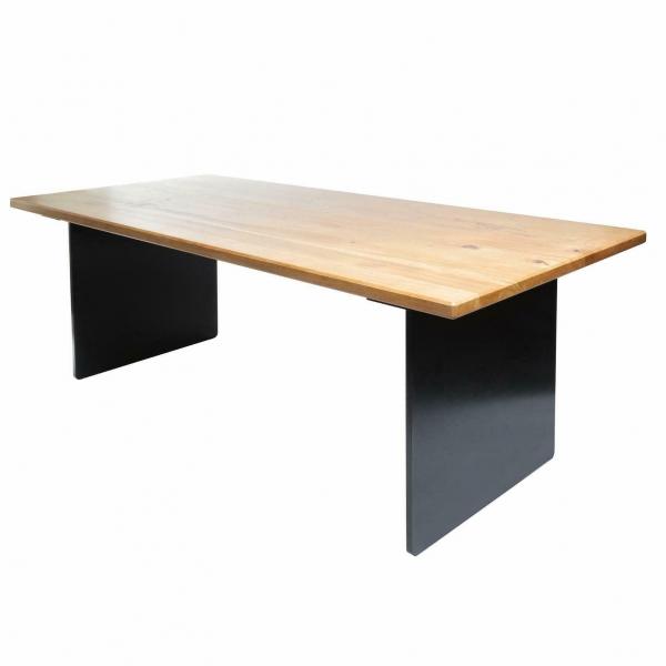 Esstisch mit Stahlgestell